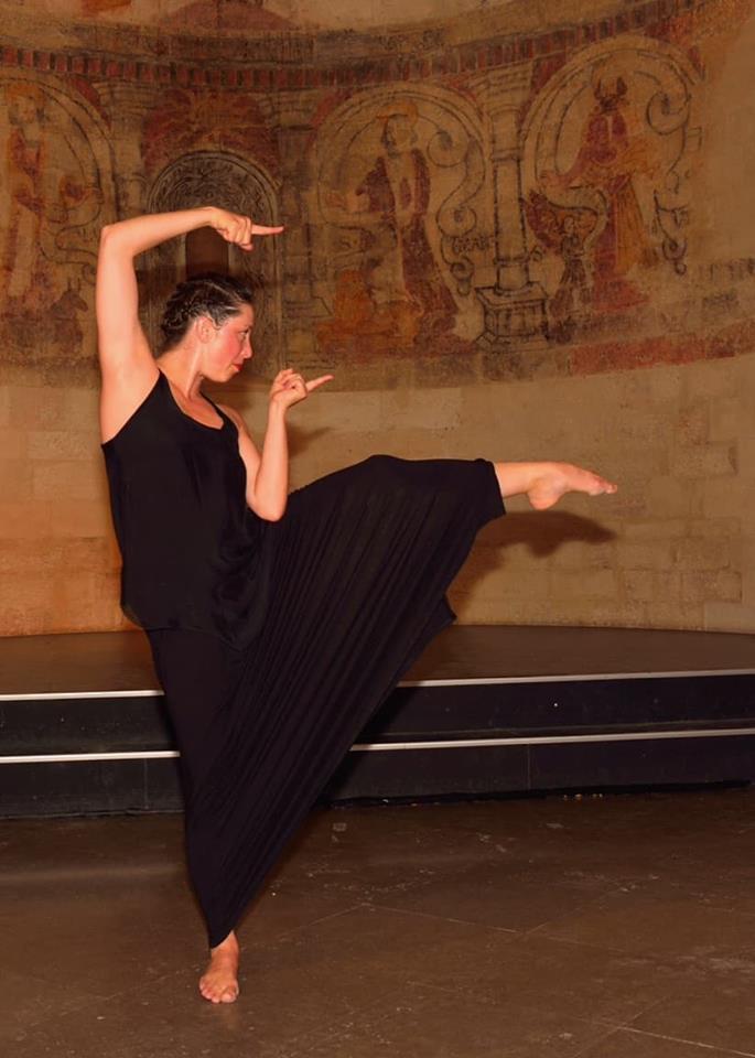 Macha Daudel danse Humanimal, Castelas , Rochefort du Gard  juin 2018